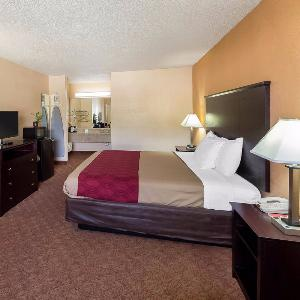 Econo Lodge Inn & Suites Downtown Northeast